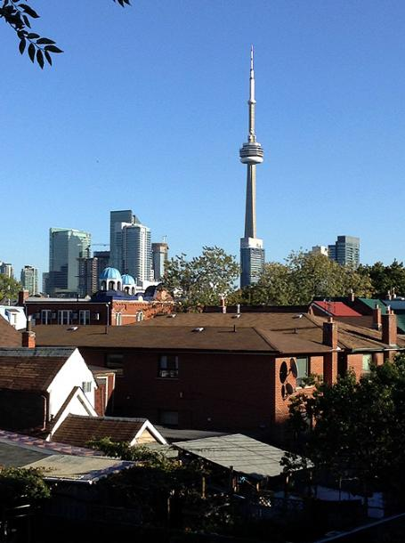 Toronto Photos :: CN Tower :: A view on CN Tower from the roof at Kensington Market