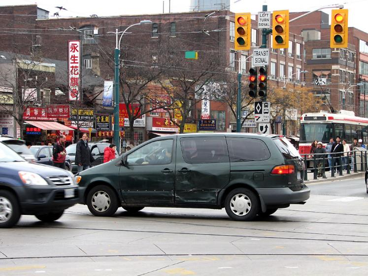 Toronto Photos :: Chinatown :: Chinatown. Busy intersection