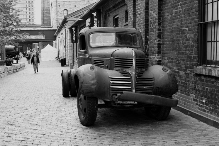 Toronto Photos :: Distillery District :: Toronto. An old car in Distillery District