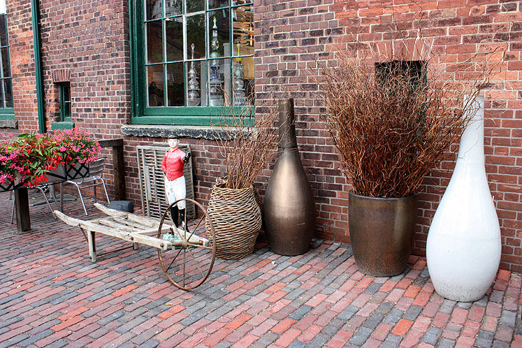 Toronto Photos :: Distillery District :: Toronto Distillery District - street display