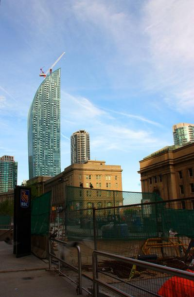 Toronto Photos :: Downtown :: Always growing and getting fixed - downtown Toronto