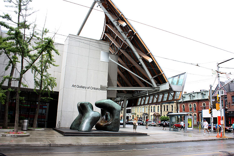 Toronto Photos :: Downtown :: Art Gallery of Ontario - a view from the side