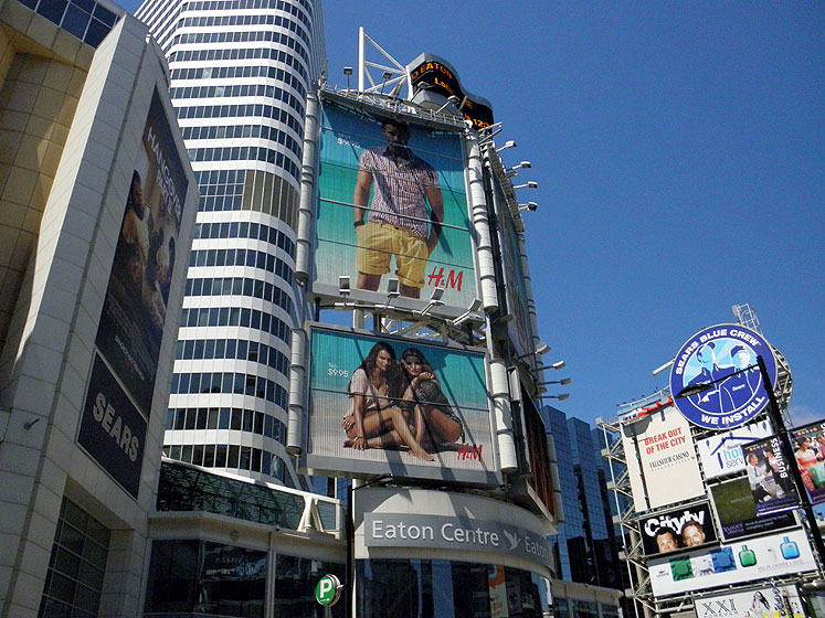 Toronto Photos :: Yonge Street :: Downtown. Yonge-Dundas Square - Eaton Centre