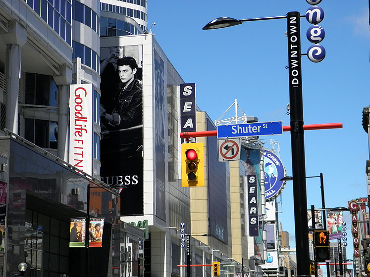 Toronto Photos :: Dundas Square :: Downtown. Eaton Centre