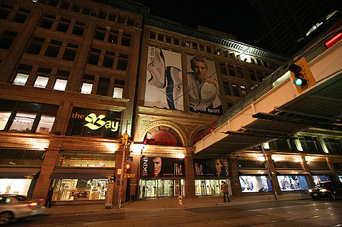 Toronto Photos :: Night views :: Toronto. The Bay Shopping Centre building