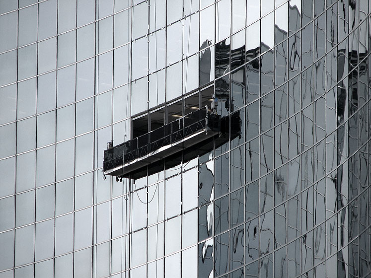 Toronto Photos :: Downtown :: Toronto - cleaning windows in Hydro building