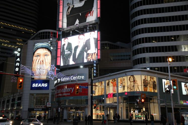 Toronto Photos :: Night views :: Dundas Square
