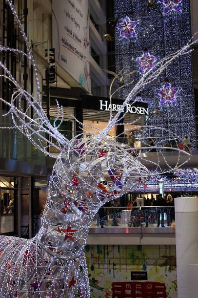 Toronto Photos :: Eaton Centre :: Eaton Centre - a Christmas deer