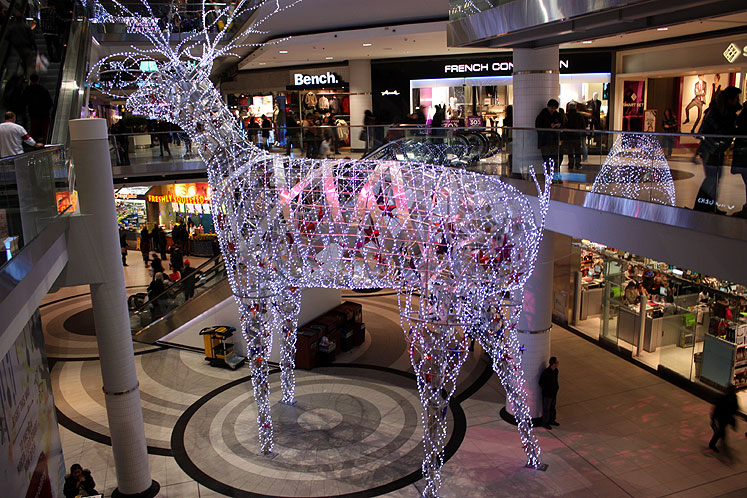 Toronto Photos :: Eaton Centre :: Eaton Centre before Christmas 2012