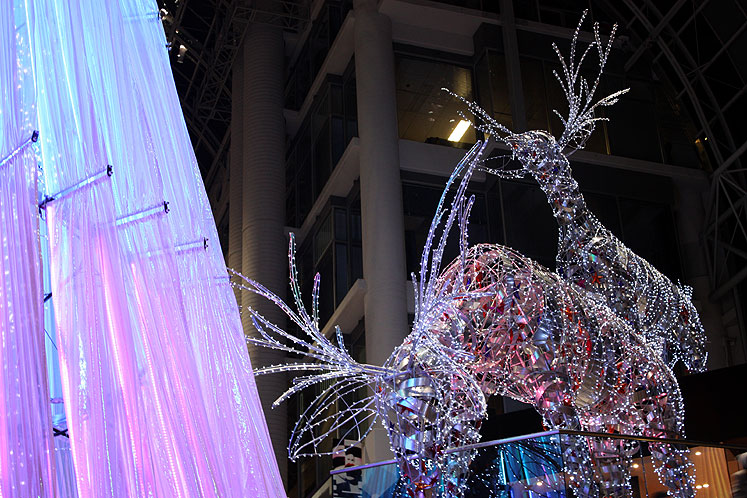 Toronto Photos :: Eaton Centre :: Eaton Centre - a Xmas tree and deers