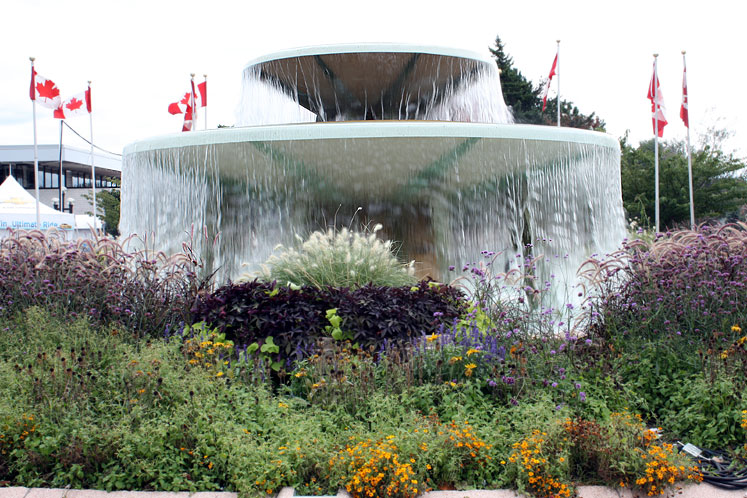 Toronto Photos :: Exhibition Place :: Exhibition Place - a fountain