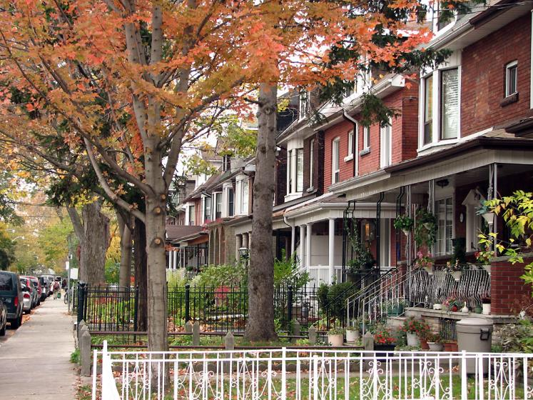 Toronto Photos :: Little Italy :: Little Italy - a residential street