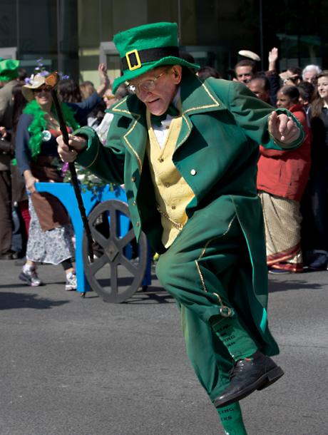 Toronto Photos :: Toronto  Misc :: A dancing Leprechaun at St. Patrick´s Day Parade in Toronto