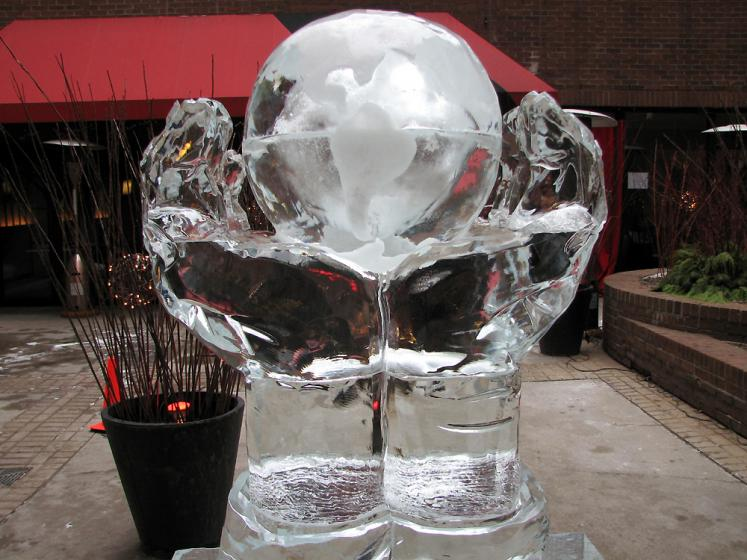 Toronto Photos :: Sculptures in the city :: Toronto Ice Fest 2009 - a globe