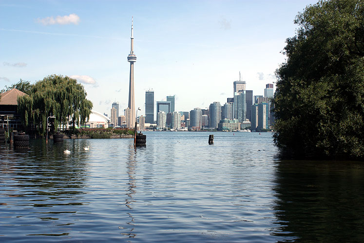 Toronto Photos :: Toronto Island Park :: Toronto. Centre Island - a view on downtown