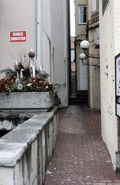 Toronto Photos :: Yorkville :: Narrow streets of Yorkville
