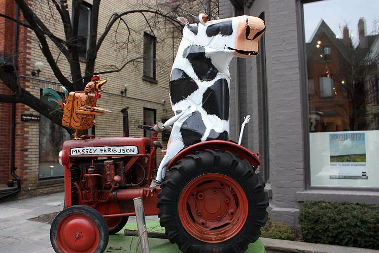 Toronto Photos :: Sculptures in the city :: Yorkville - a cow and a rooster