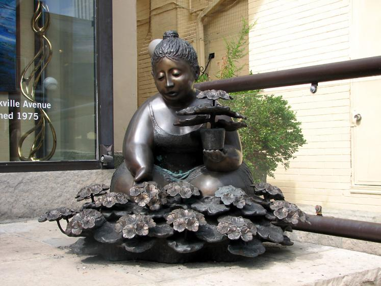 Toronto Photos :: Yorkville :: Toronto. Yorkville. A lady with flower pot